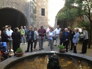 In the courtyard of the Museu Frederic Mares.
